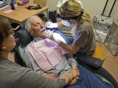Afbeelding bij 'Website verbindt aanbieders van ouderen- en mondzorg voor betere kwaliteit mondz..'