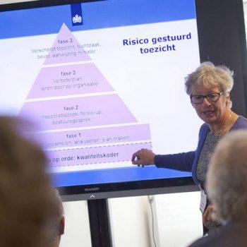 Afbeelding bij 'IGZ vernieuwt toezicht met lekeninspecteurs in de verpleeghuiszorg'