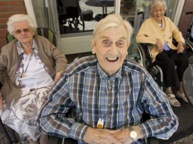 Afbeelding bij 'De Hogeweyk: een heuse wijk voor ouderen met dementie'