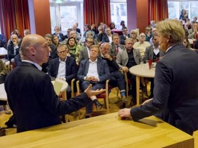 Afbeelding bij 'Verslag: Staatsecretaris Van Rijn geeft officiële startsein aan deelnemers Waar..'