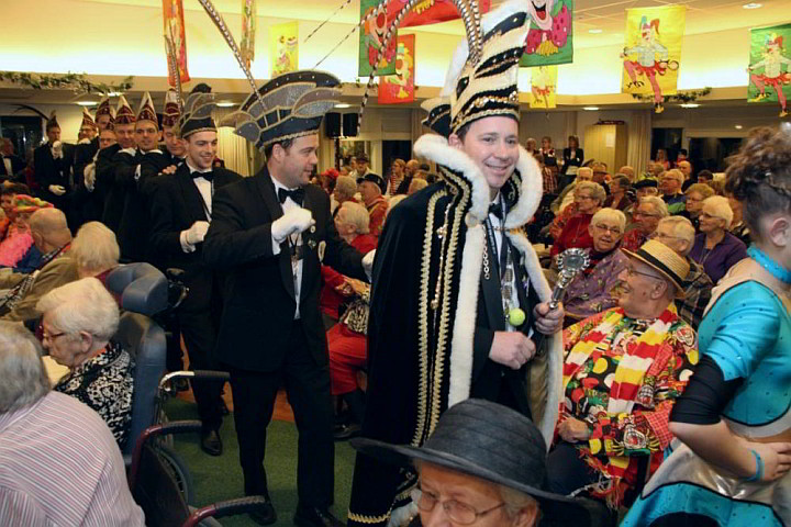 Prins carnaval brengt een bezoek aan verpleeghuis Laverhof