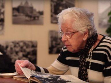 Afbeelding bij 'Vrijwilligers stappen met ouderen terug in de tijd met De Tijdmachine'