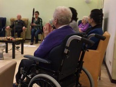 Afbeelding bij 'Cliënten met dementie van WoonZorgcentra Haaglanden maken muziek met internatio..'
