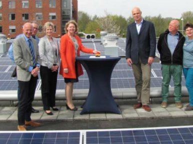 Afbeelding bij 'Coloriet installeert groot zonnedak in Lelystad'
