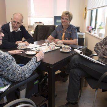 Afbeelding bij 'Schippers en Van Rijn: 33 miljoen extra voor revalidatie kwetsbare ouderen'