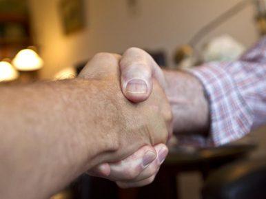 Afbeelding bij 'Podcast De Zorgboog: 4 bouwstenen voor samenwerking specialist ouderengeneeskund..'