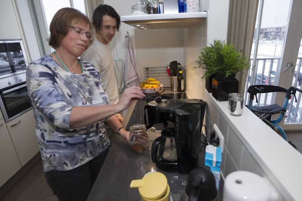 Hart van Vathorst - twee mensen zetten een kopje koffie