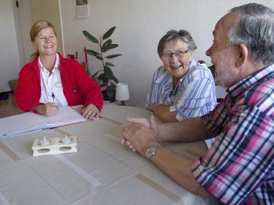 Afbeelding bij 'Kwetsbare oudere heeft spil in netwerk nodig'