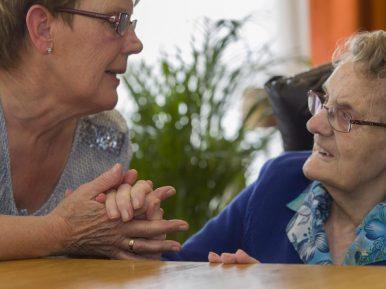 """Afbeelding bij 'Mevrouw A (mantelzorger): """"Ik heb behoefte aan contact met mensen die in hetze..'"""