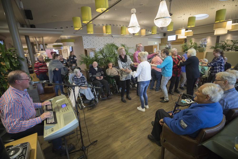 Bewoners dansen bij Het Parkhuis