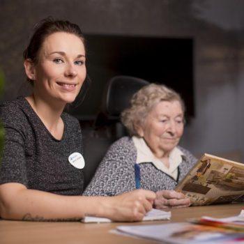 Afbeelding bij 'Nikita is zij-instromer in de ouderenzorg: 'Dit voelt voor mij als thuiskomen''