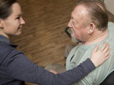 Afbeelding bij 'Mensen met dementie uit logeren om mantelzorger te ontlasten'