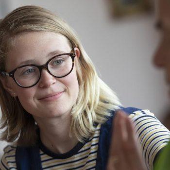 Afbeelding bij 'Jongeren tussen de ouderen in Tuindorp-Oost: 'Ga in gesprek met ouderen, luister naar ze''