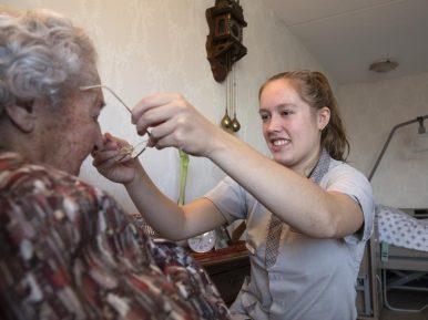 Afbeelding bij 'Bewoners waarderen verpleeghuiszorg iets beter'