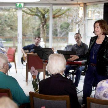 Afbeelding bij 'Zangworkshop in verpleeghuis Sonnevanck: 'Als ik zing, weet ik alles weer''