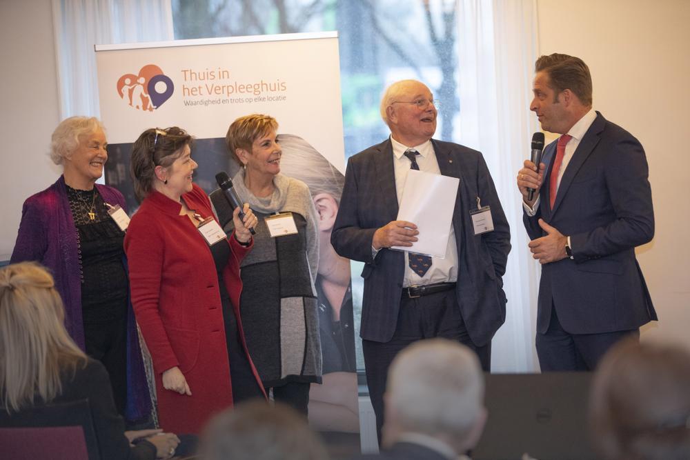 Minister Hugo de Jonge in gesprek met cliëntenraadsleden