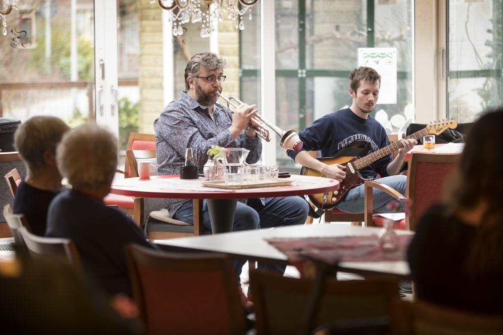 Muzikanten tijdens de zangworkshop