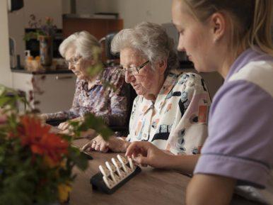 Afbeelding bij 'Waarom werken in zorg en welzijn? Lees e-magazine Doen!'