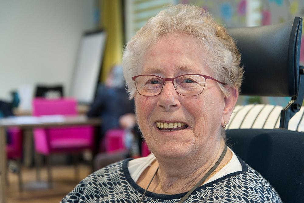 Mevrouw Hoogendoorn tijdens het appeltaartconcert