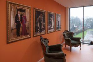 Schilderijen aan de muur bij WelThuis