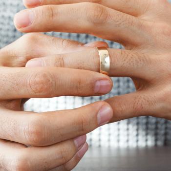 Afbeelding bij 'Ook de trouwring moet af: vijf redenen'