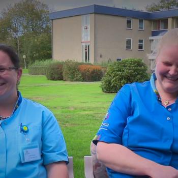 Afbeelding bij 'Nieuwkomers in de ouderenzorg: Anna & Anja-Tine – Werken in de ouderenzorg #aflevering3'