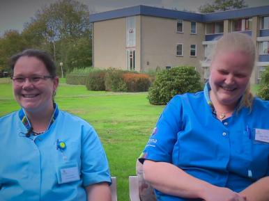 Afbeelding bij 'Nieuwkomers in de ouderenzorg: Anna & Anja-Tine – Werken in de oudere..'