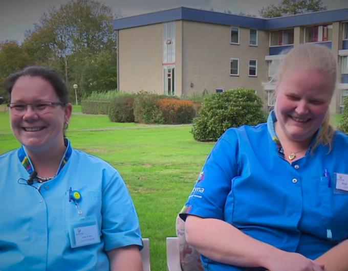 Afbeelding bij 'Nieuwkomers in de ouderenzorg: Anna & Anja-Tine - Werken in de ouderenzorg #afle..'
