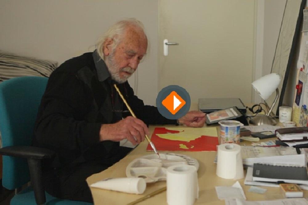 Man met Alzheimer is aan het schilderen