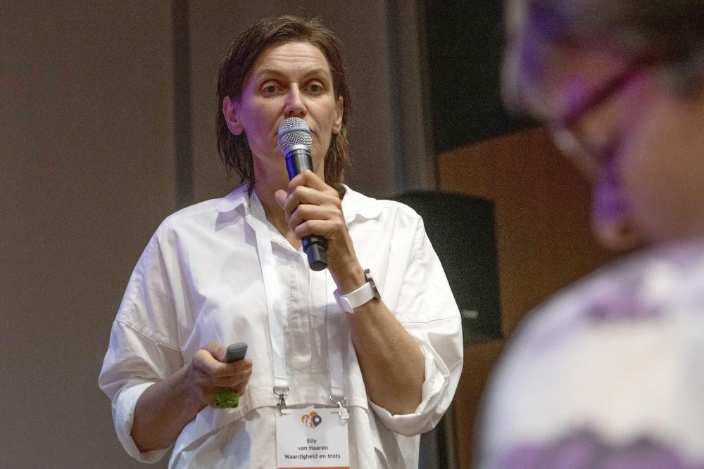 Elly van Haaren tijdens workshop methodisch werken
