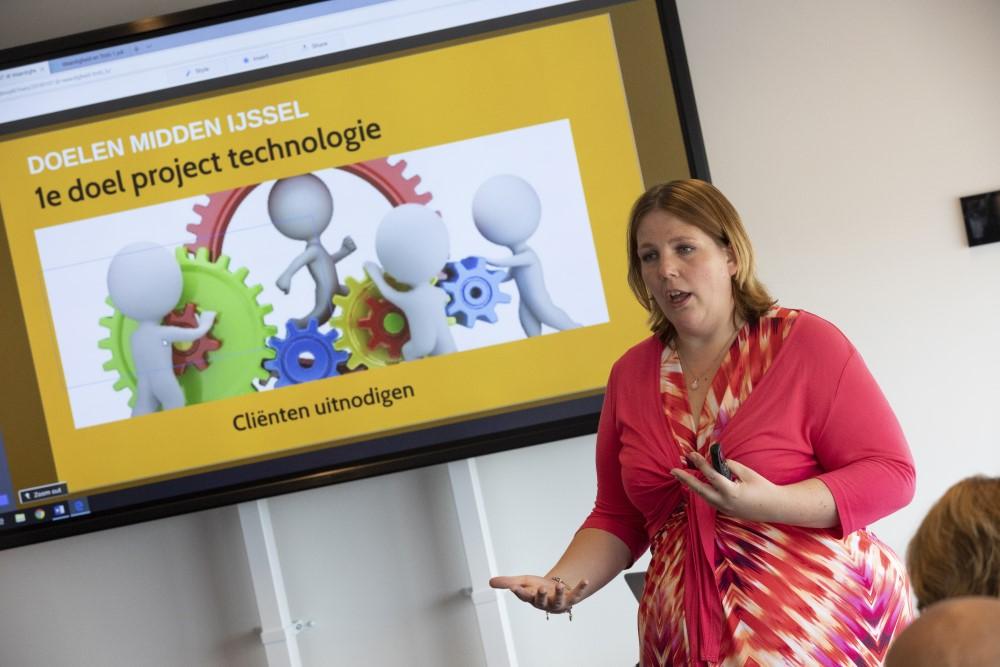 Laura Steman vertelt over nieuwe technologieën tijdens workshop op congres Thuis in het Verpleeghuis