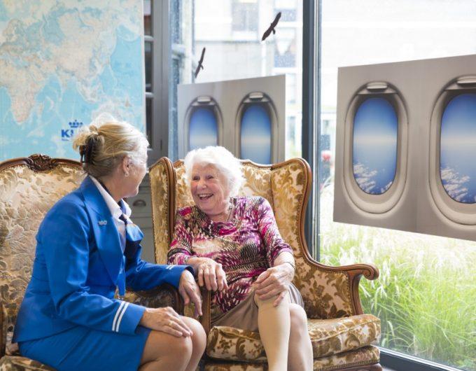 Afbeelding bij 'KLM-personeel re-integreert als vrijwilliger bij verpleeghuis Eduard Douwes Dekk..'