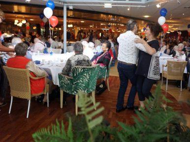 Afbeelding bij 'Langste eettafel: eerste stap naar minder eenzaamheid'