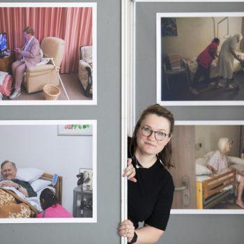 Afbeelding bij 'Logeren in het verpleeghuis: Romi Tweebeeke doet het 75 keer voor project Etmaal'