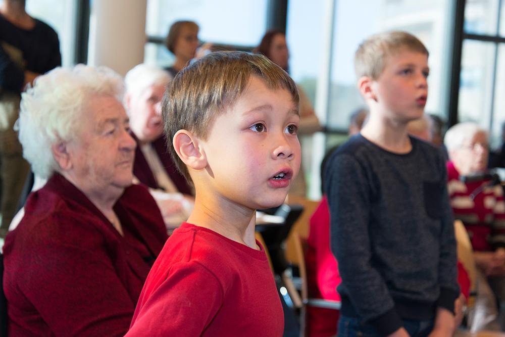 Jongetje in het Opella koor