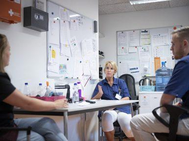 Afbeelding bij 'Persoonsgerichte zorg en corona? Geef medewerkers regelruimte'
