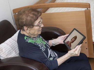 Afbeelding bij 'Inzichten van het Kennisnetwerk Dementie: technologie in coronatijd'