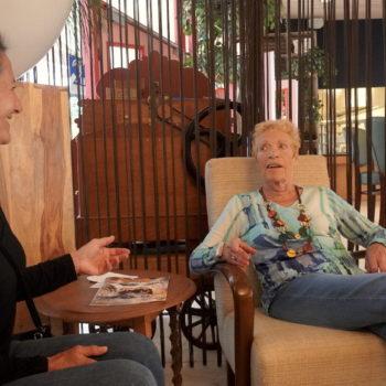 Afbeelding bij 'Portret: Mevrouw Hendriks (87) tegen Karla (56): 'Kom je nog even mee naar boven?''