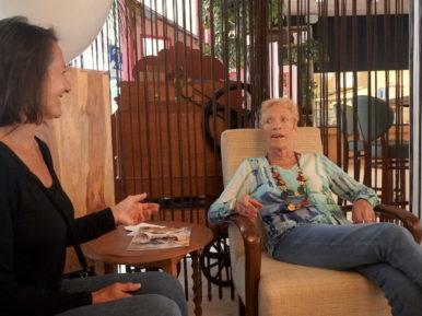 Afbeelding bij 'Portret: Mevrouw Hendriks (87) tegen Karla (56): 'Kom je nog even mee naar bov..'