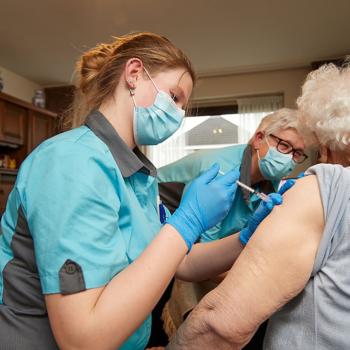 Afbeelding bij 'Blijvend prikken met AstraZeneca voor 60-plus en weinig nieuwe besmette locaties'