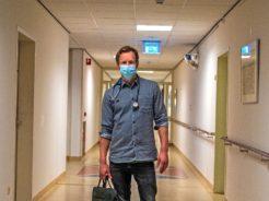 Afbeelding bij 'Epke Zonderland als arts in verpleeghuis: 'Blij verrast hoe leuk ik het vond''
