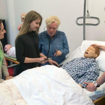 Afbeelding bij 'Zeeuwse Praktijkroute wil jongeren warm maken voor ouderenzorg'