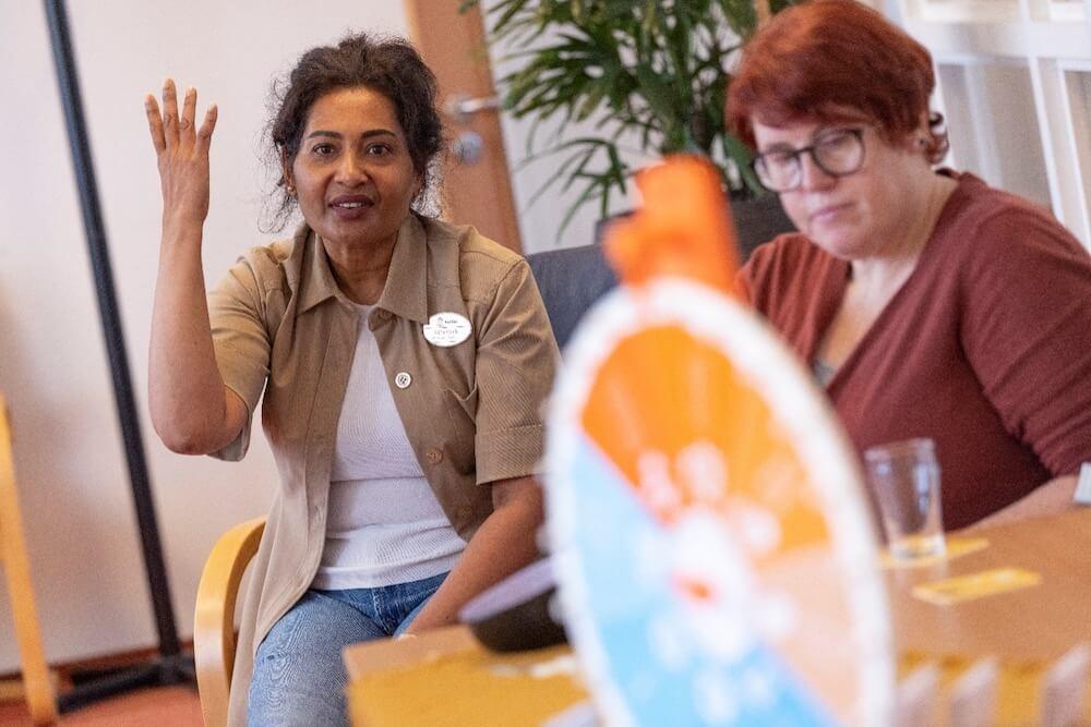 Medewerkers van Saffier praten over het Kwaliteitskader Verpleeghuiszorg in het kwaliteitscafé